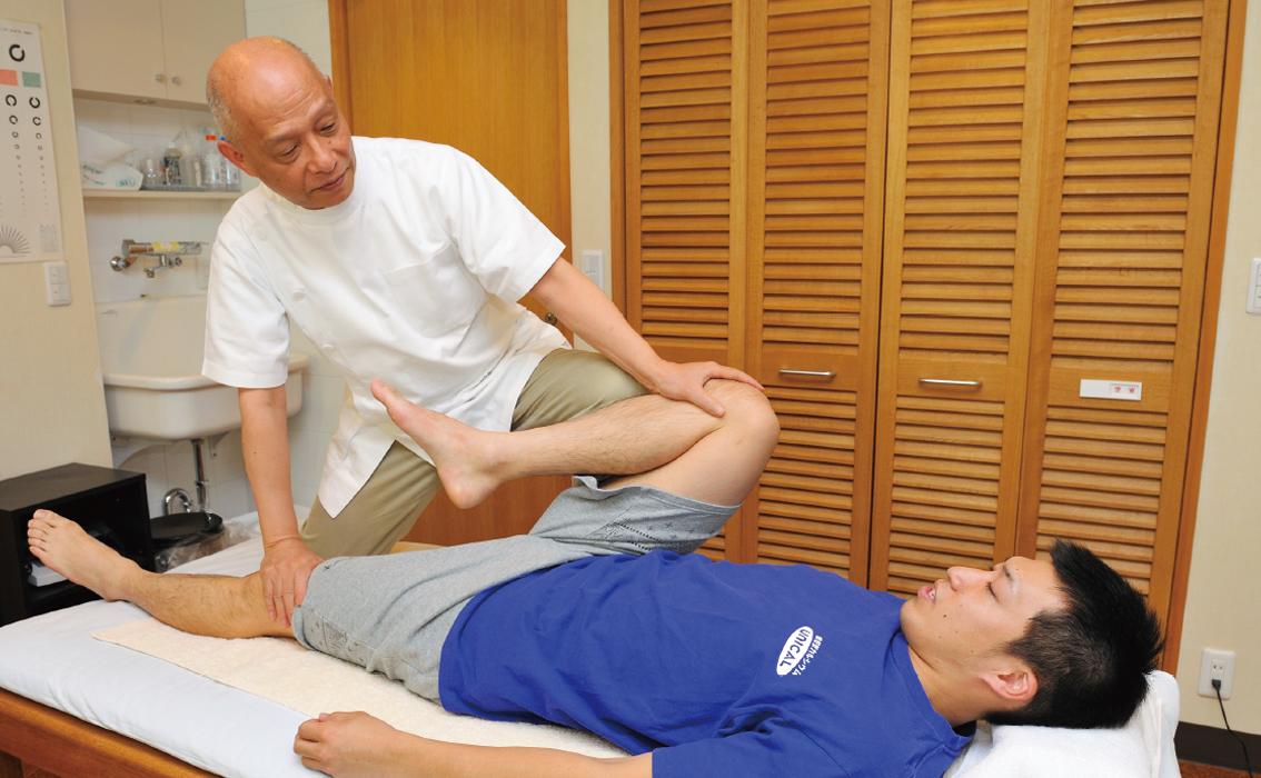 SPATで骨盤の歪みを矯正する鹿島田先生